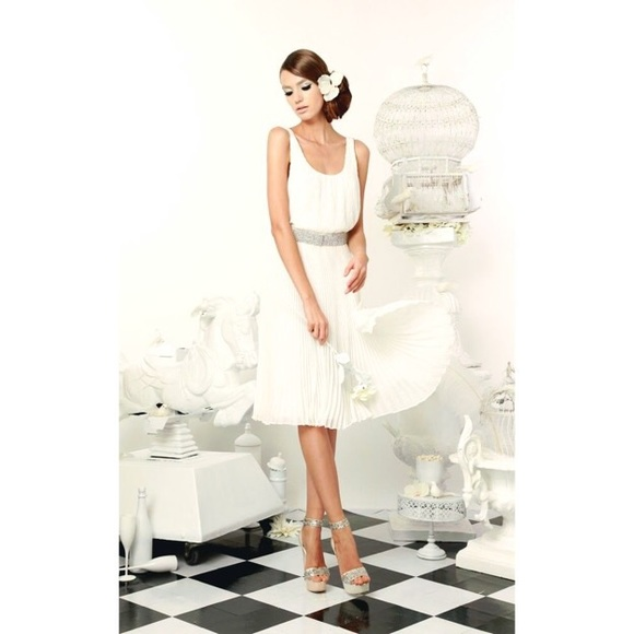 Alice + Olivia Dresses & Skirts - Alice + Olivia White Dress with Rhinestone Belt